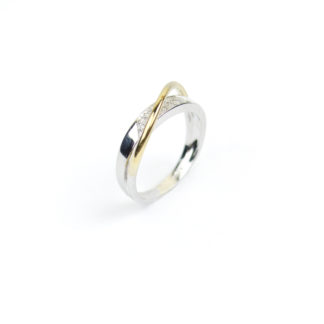 Anello donna con diamanti modello fascetta, in oro bianco e giallo 750, misura 14; diamanti colore H/VS ct 0,08 anello elegante e raffinato