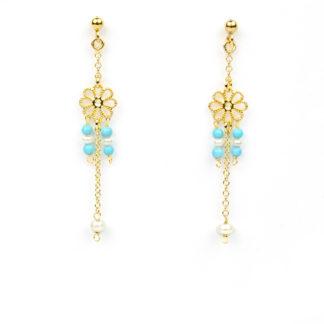 Orecchini perle e turchese ricostruito ed elemento a fiore traforato; perno e farfallina pendenti in oro giallo tit 750 (18 kt)