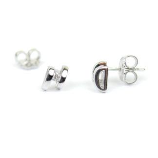 Orecchini diamanti donna a lobo, perno e farfallina in oro bianco tit 750, con diamanti colore G/VS caratura 0,08; orecchini eleganti