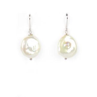 Orecchini perla coin pendenti ad amo; orecchini donna ad amo in oro bianco tit 750 (18 kt) con perla coin tonda e piatta 17x20 mm