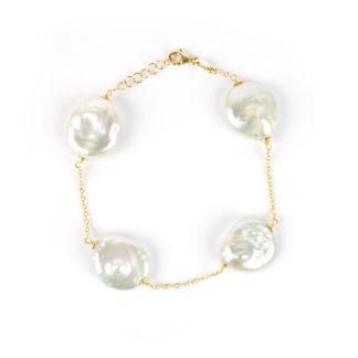 Bracciale perle coin donna in oro giallo 750 con quattro perle coin piatte e tonde di diametro 17 mm, catena rolò ovale massiccia