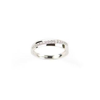 Anello fedina oro zirconi, anello donna in oro bianco 750 modello fedina larga 3,77 mm con fila di zirconi trasversale; misura anello 13
