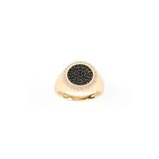 Anello oro chevalier tondo per dito mignolo in oro rosa 750, misura 8, con centrale tondo di zirconi neri e cornice di zirconi bianchi
