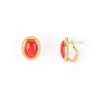 Orecchini clips corallo ovale, clips e perno in oro giallo tit 750 (18 kt) con corallo rosso ovale su montatura in oro giallo filigranata