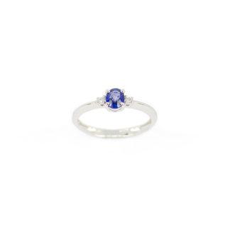 Anello zaffiro diamanti oro, anello in oro bianco 750 con zaffiro termodiffuso ovale 4 x 5 mm ct 0,47, e diamanti H/SI ct 0,03; misura anello 14